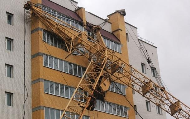 Про КРАНИ над дитячими садочками на Печерську, в центрі Києва.