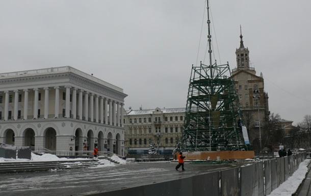 Встановлення ялинки на Майдані носить виключно політичний характер (ФОТО)