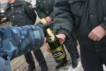 Кому  Свобода  должна бутылку?