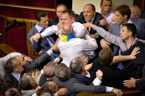 Утворити окремий Парламент і проігнорувати Верховну Раду .