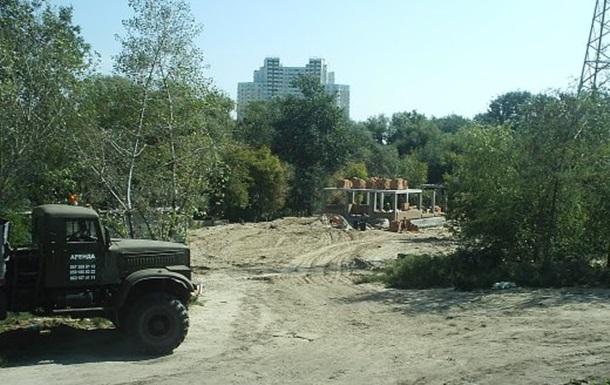 У прибережних кущах знайшли незаконне будівництво