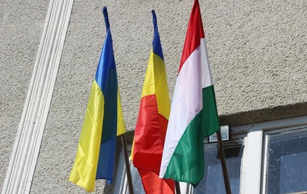 Влада розділена між 3 національностями і ніякого  мовного питання