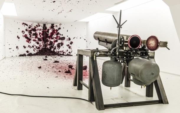 Бетон і криваво-червоний віск: британське мистецтво в Києві