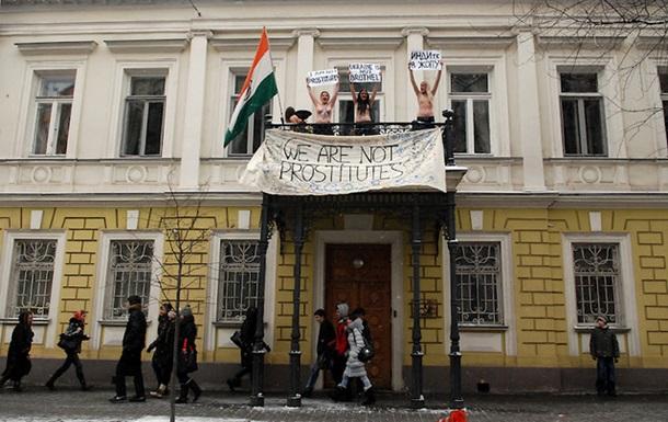 FEMEN: Генпрокуратура взялась за сиськи