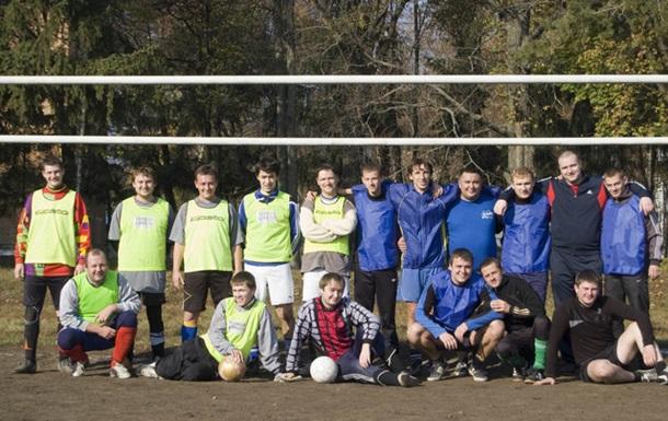 Ради спасения парка в Сумах общественники и журналисты играли в футбол