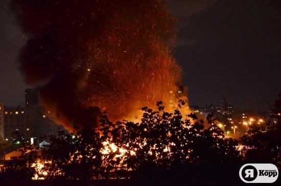Пожар на рынке возле станции метро Героев Днепра