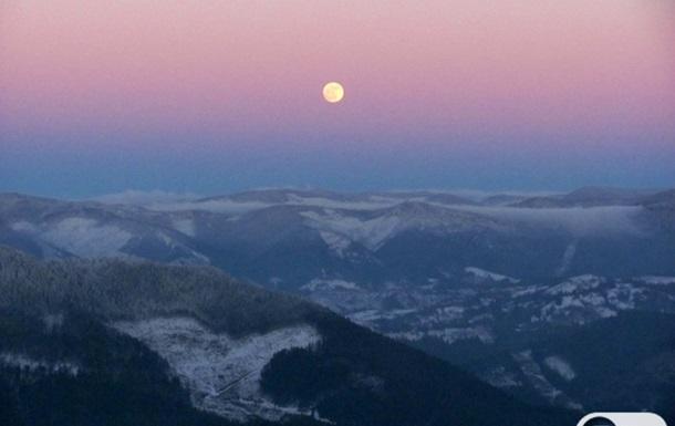 Зимние Карпаты. Виды с горы Тростян