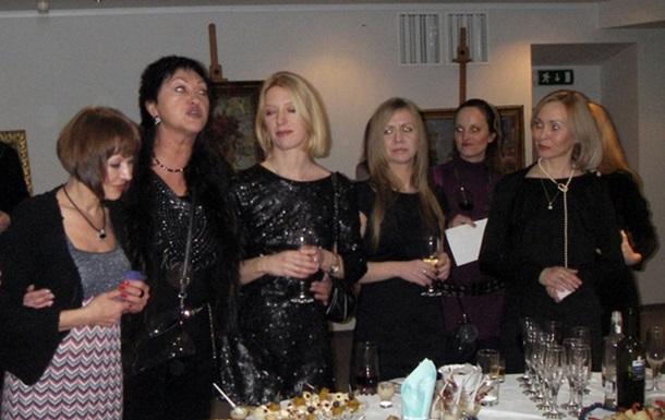 Выставка работ швейцарской художницы Ангелики Шапюи в арт-центре New Gallery