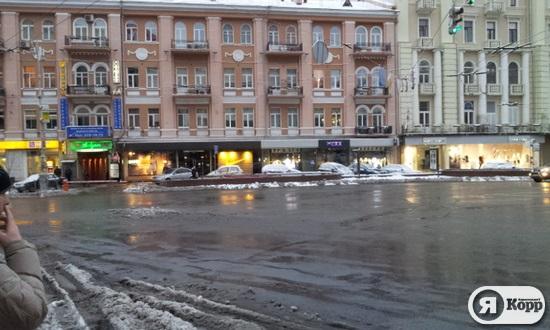 Киев после первого снегопада. Площадь Льва Толстого