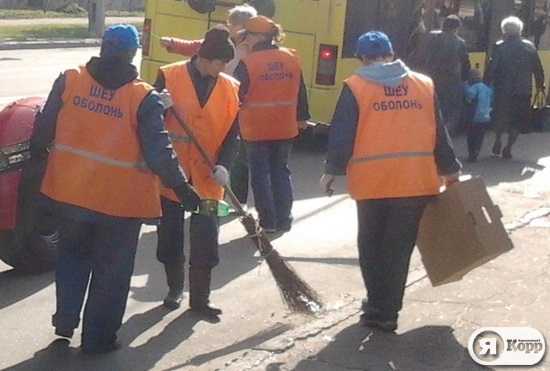 Киевские уборщики мусора агитируют за Партию регионов