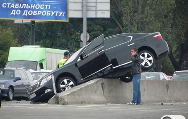 Не хватило стабильности. Забавное ДТП с Лексусом в Киеве