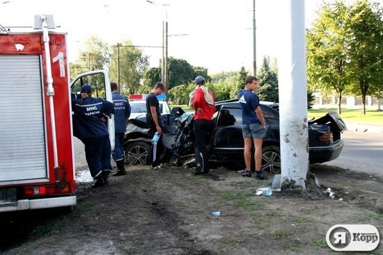 ДТП на Набережной Победы в Днепропетровске: 25-летнего водителя вырезали из разбитого Mercedes