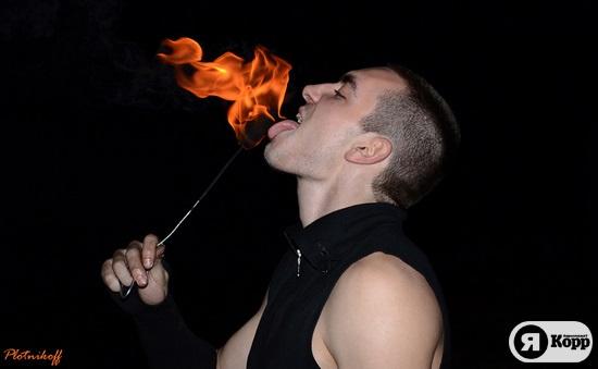 Мужчина с ароматом керосина