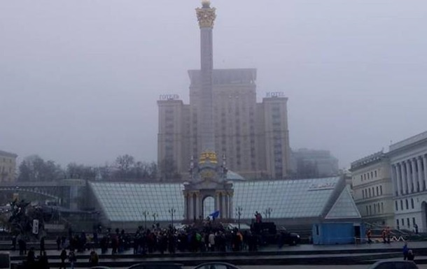 Евромайдан - активисты на Майдане выступают в поддержку ассоциации с ЕС