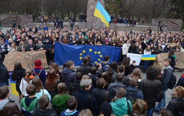 Во Львове, Луцке и Ивано-Франковске проходят акции сторонников евроинтеграции