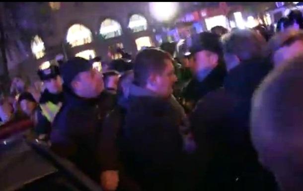 В сети появилось видео столкновений на Майдане