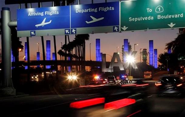 В аэропорту Лос-Анджелеса авария на парковке спровоцировала панику среди пассажиров