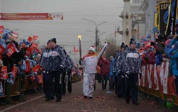 В России олимпийский факел опустили на дно Байкала