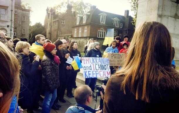 """В Лондоне прошел митинг в поддержку украинской евроинтеграции под лозунгом: """"Брюссель! Не сдавай Украину!"""""""