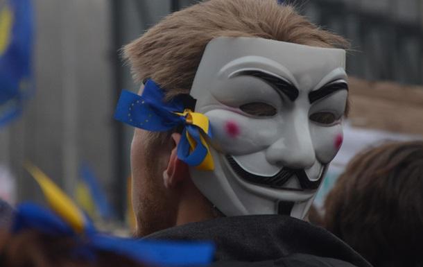 Термос, каремат, маска Гая Фокса. В Уанете продают  набор митингующего