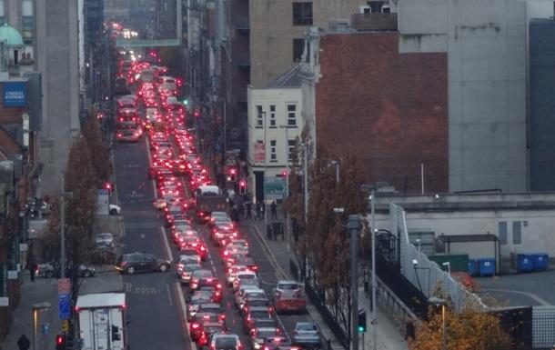 Взрыв автомобиля вызвал транспортный коллапс в столице Северной Ирландии
