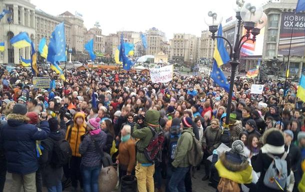 На Евромайдан пришли три тысячи студентов