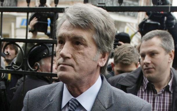Ющенко заявил, что  держит пальцы скрещенными  за Тимошенко