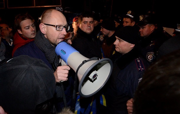 Яценюк: Народное вече будет стоять до тех пор, пока премьер и глава МВД не уйдут в отставку