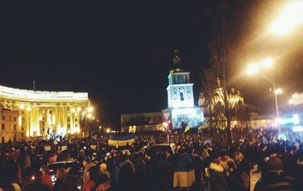 На Михайловской площади обещание властей найти виноватых в событиях на Евромайдане встретили криками  Позор!
