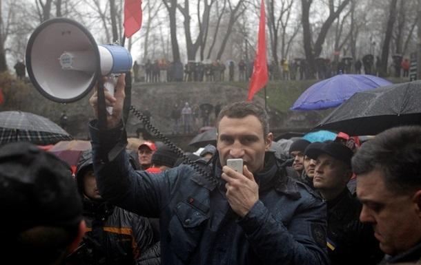 Оппозиция жалуется в милицию на разбушевавшихся активистов у Администрации президента