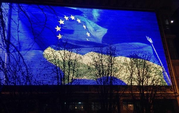 Десятилетний сон: Сотни тысяч украинцев протестуют против отказа от сближения с ЕС - Reuters