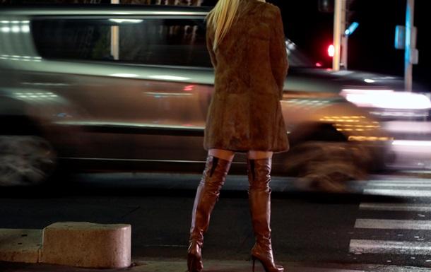 Во Франции одобрили закон о борьбе с проституцией