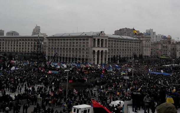 Азаров заявил, что происходящее в Украине носит признаки государственного переворота