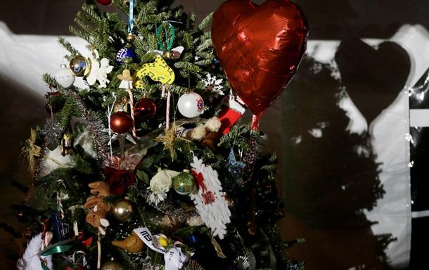 В США женщину арестовали за избиение мужа рождественской елкой
