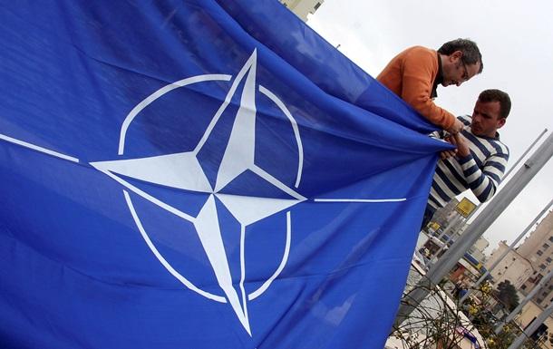 НГ: НАТО застряло на киевском майдане