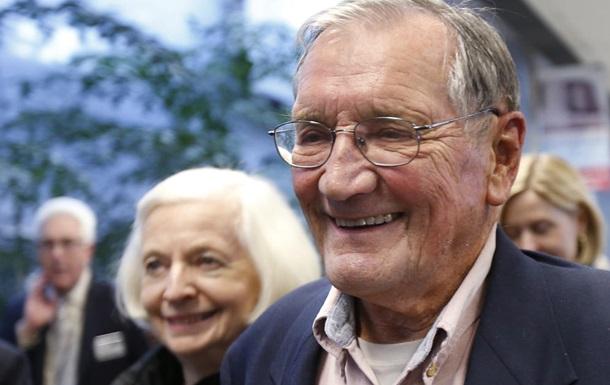 Освобожденный властями КНДР 85-летний гражданин США вернулся домой в Калифорнию