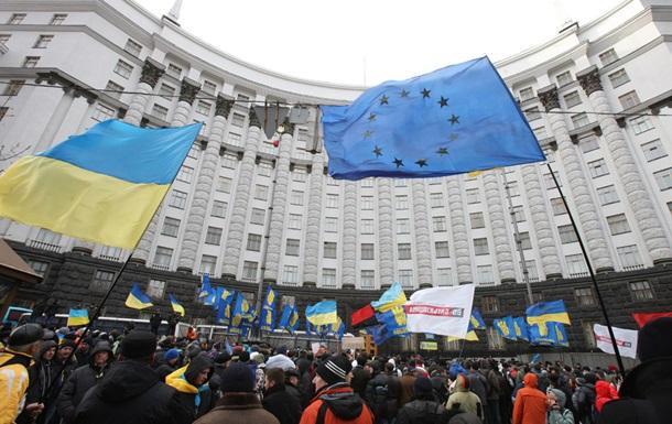 В Киеве многотысячная колонна митингующих движется к зданию Кабмина