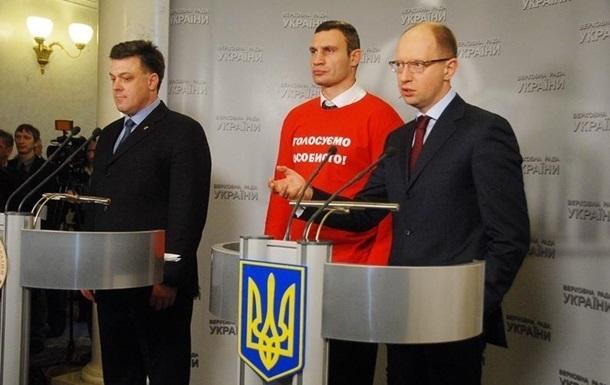 Снос памятника Ленина в Киеве - видео, фото
