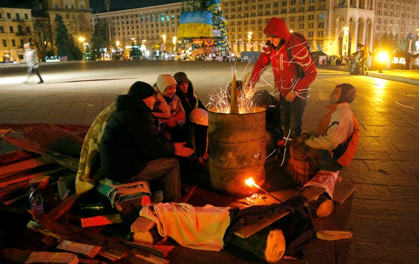 Евромайдан - правительственный квартал - блокирование - митинги - Блокированный правительственный квартал в Киеве заполняется сторонниками разных политсил