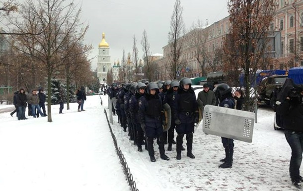 Милиция окружила центр Киева