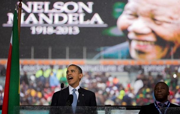Панихида по Манделе: Обама пожал руку Раулю Кастро, а президента ЮАР освистали