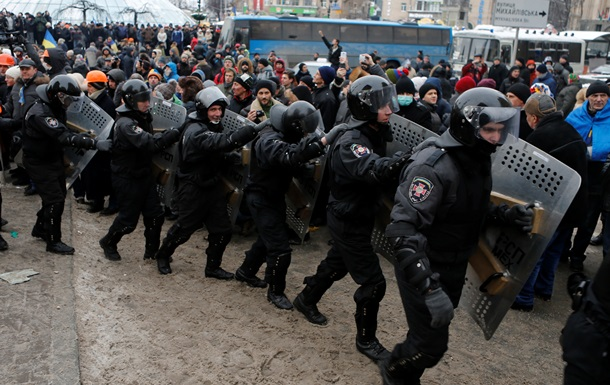 Милиция разблокировала Майдан и Европейскую площадь