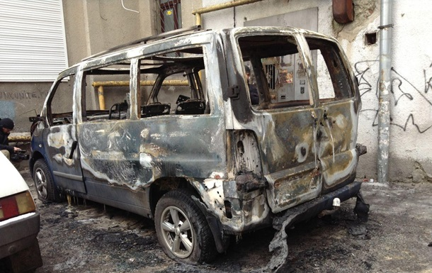 Новости Харькова - Евромайдан - поджог - микроавтобус - В Харькове сгорел микроавтобус, арендованный для местного Евромайдана