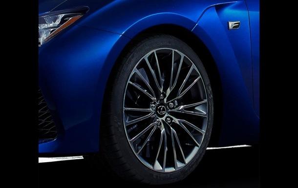 Lexus дразнит публику новым спорткаром
