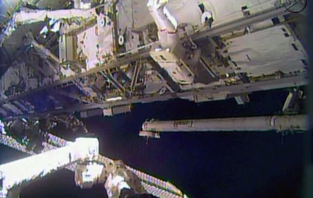 Американские астронавты вышли в открытый космос для ремонта на МКС