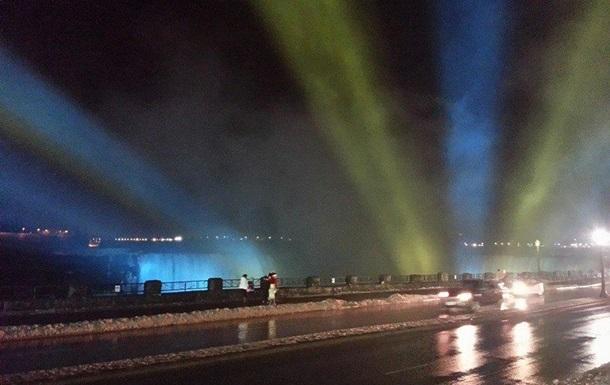 Евромайдан - Ниагарский водопад - подсветка - Ниагарский водопад подсветили цветами украинского флага
