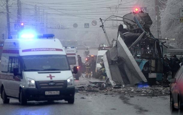 При взрыве на вокзале в Волгограде погибло 18 человек, при взрыве в троллейбусе - 16 человек.