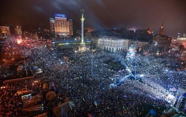 До наступления Нового года все присутствующие на Майдане одновременно исполнили гимн Украины.
