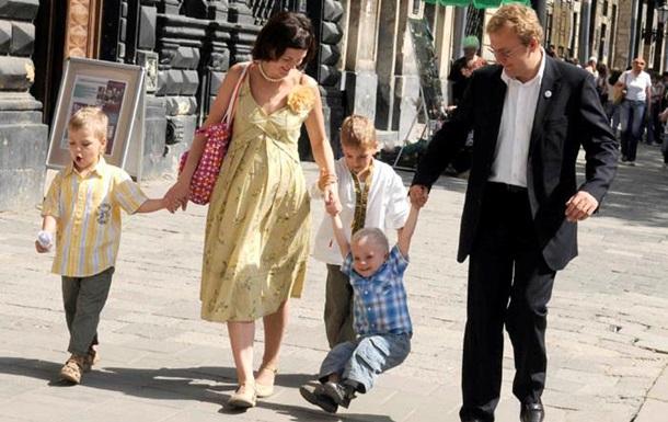 Московское издание проиллюстрировало российскую семью снимком мэра Львова