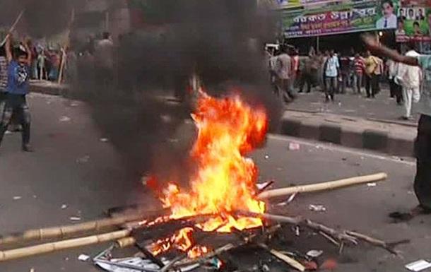 В Бангладеш бойкотирующая выборы оппозиция подожгла более 200 избирательных участков